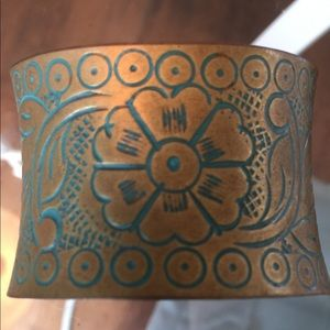 Jewelry - Brass turquoise color cuff